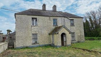 Property: Derelict residence and land in Ballybrittas sells for €360,000
