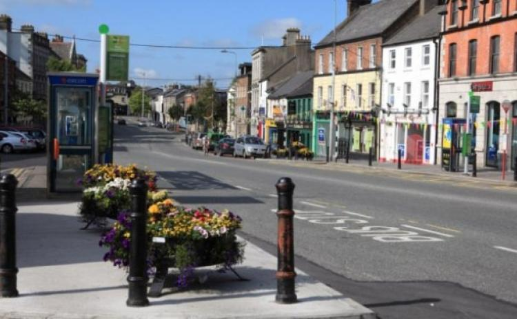Naas Gardaí investigating assault on young man during early hours on Main St